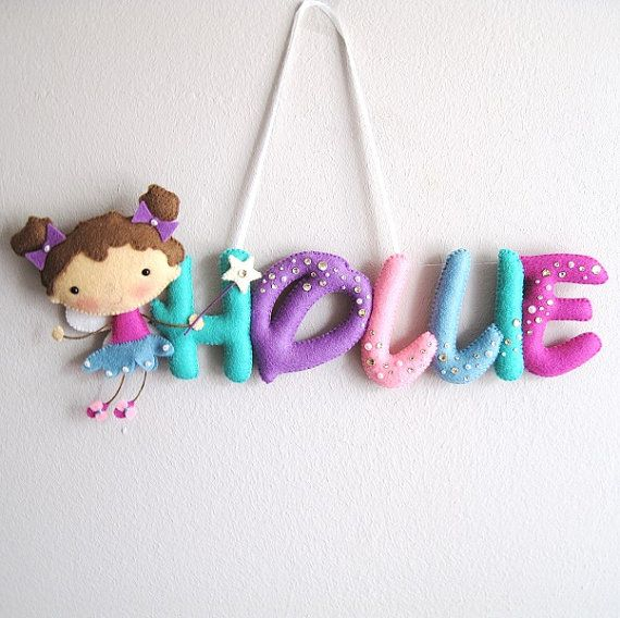 Hadas Colgador pared puerta nombre de fieltro por UnBonDiaHandmade Baby room sign, felt name, fairy crystals magic stick dust