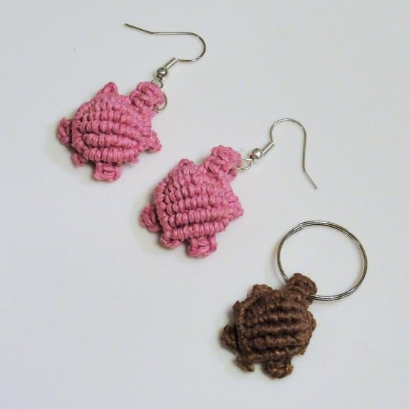 micro macrame free tutorial -cute little turtles