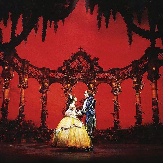 Am 14 Februar Ist Valentinstag Wir Haben Uns Fur Euch Auf Die Suche Nach Liebespaaren Aus Der Musicalwelt Begebe Disney Musical Disney Live Action Instagram