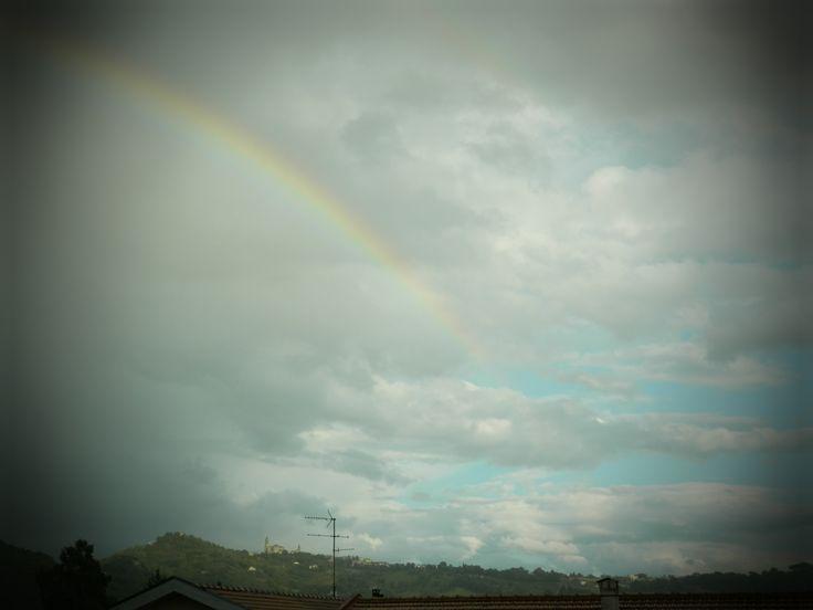 arcobaleno e nuvole