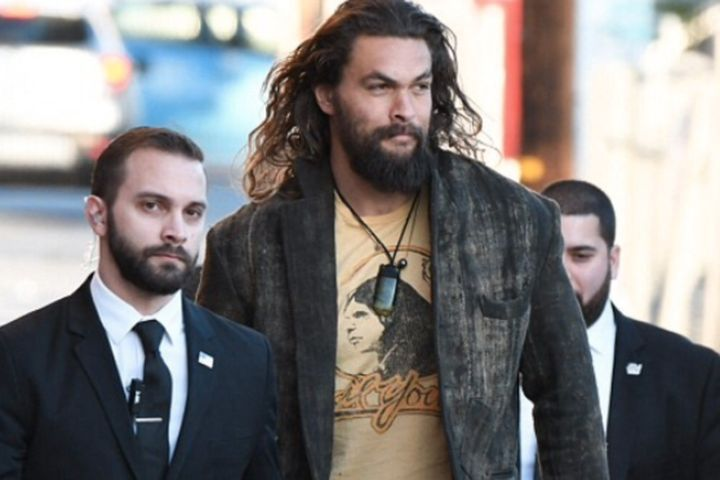 """Not to state the obvious, but Game Of Thrones star and all around class act, Jason Momoa is jacked. Jacked enough to make those employed to keep him safe look as superfluous and puny. A recent photo snapped of the Khal Drogo actor and his """"minders"""" makes it clear that serving as the star&"""