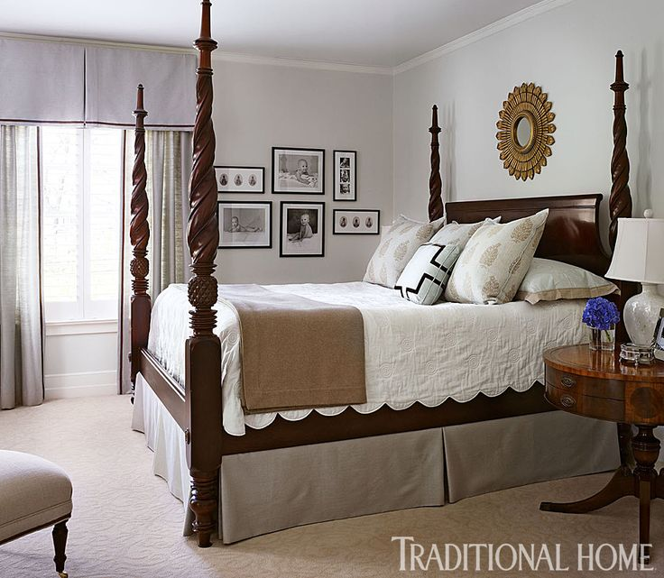The stately four poster bed from Hickory Chair is the focal point of the bedroom. - Photo: Werner Straube / Design: Suzanne Kipp