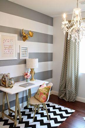 Decoração listras cinza/prata com branco. Quarto/escritório/ home office