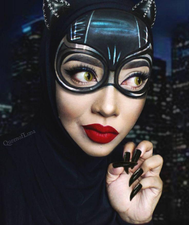 Queen of Luna é incrível! <3 Faz um tempo que o Garotas Geeks mostrou muçulmanas que adaptaram seus hijabs para fazer cosplays. Pois a artecontinua (e esperamos que cada vez mais firme e forte), e a artista malasiana Queen of Luna criou diversos personagens com uso de maquiagem e hijabs. Aqui vale a mesma nota…