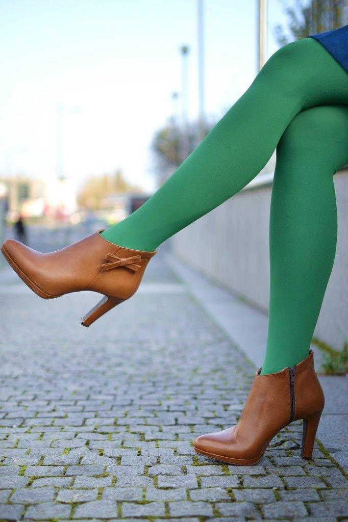 Debut_Katharine-fashion is beautiful_Zelené pančuchy_Zelený kabát_Katarína Jakubčová_Fashion blogger #fetishpantyhose #pantyhosefetish #legs #heels #blogger #stiletto#pantyhose