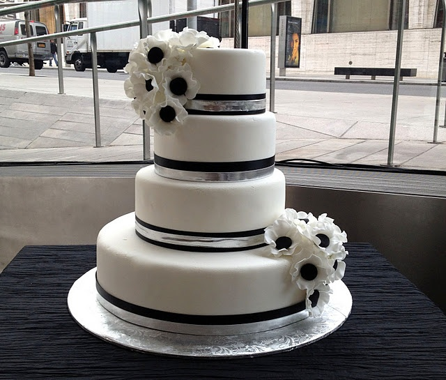 Black and white with silver accent ! Perfect! (hate the flowers though)