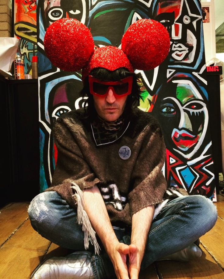 Noel Fielding meets Mickey Mouse