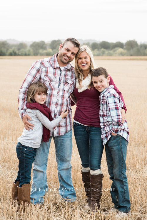 Salem, Oregon Family Photographer   Family of four photography session in  Oregon field   What to wear for Family photos  … - Salem, Oregon Family Photographer Family Of Four Photography