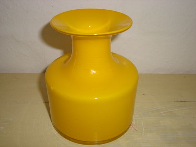 "HOLMEGAARD ""Carnaby"" - PER LÜTKEN 1968 Overfangsglas. #trendyenser #retro #carnaby #vase #artglass #danishdesign #nordicdesign #perlütken #holmegaard From www.TRENDYenser.com SOLGT/SOLD"