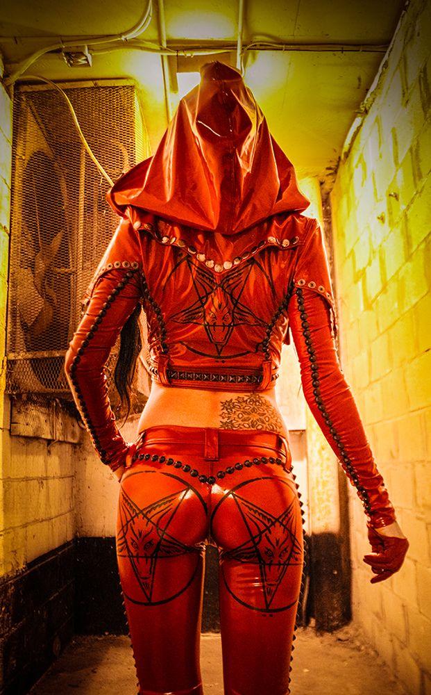 Spanish Inquisitor become female satan-worshiper: TOXIC VISION Tormentor cigarette pants