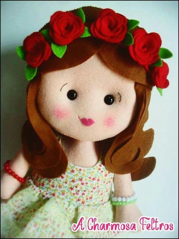muñeca con flores