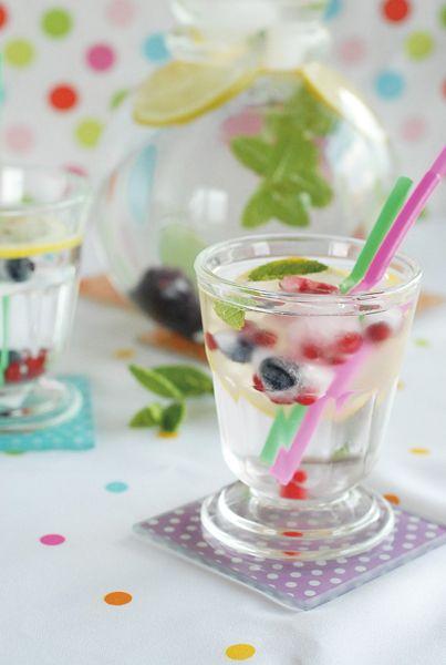 Limonádé gyümölcsös jégkockával
