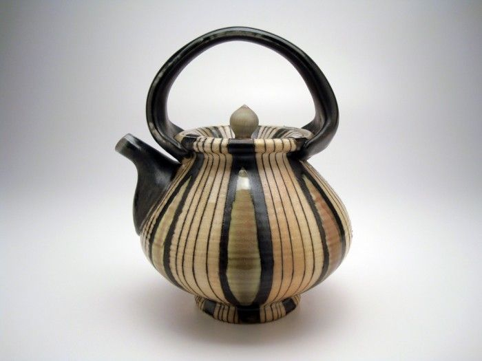 Lorna Meaden  This is not the style I would do myself, but I am in great admiration of this teapot.
