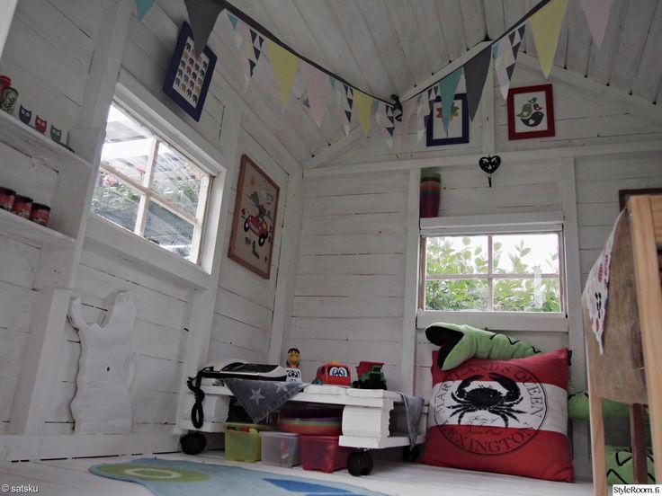 """Satsku"""":n lasten leikkimökissä tavaroita saa säilöttyä myös kuormalavan alle. Kekseliästä! #styleroom #inspiroivakoti #DIY #kuormalava #leikkimokki"""