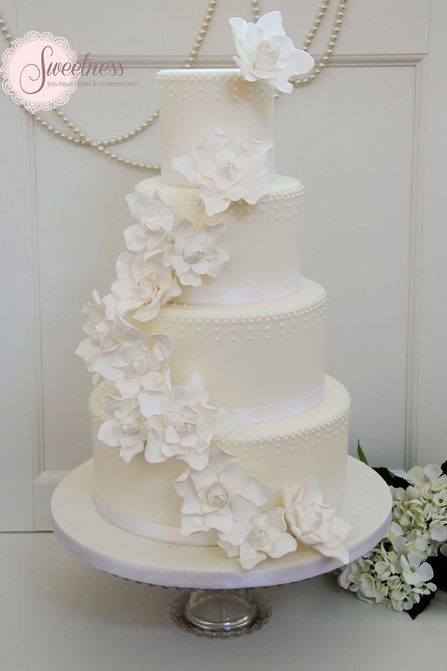 These Wedding Cakes are Incredibly Stunning - MODwedding   Featured Wedding Cake: Custom Cakes Atelier