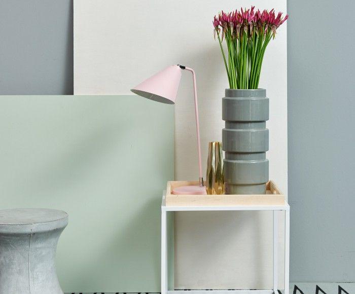 FrostySoftness: FrostySoftness met de vergrijsde neutralen (TC16008, BC504 en BC501) als basis voor dit grafische inspiratiebeeld. Het lijnenspel van het karpet komt terug in de lamp en de bloemen. De zachte pastelkleuren (TC15001, TC15002 en Pearl Metallic) geven de warme touch aan deze inspiratie.