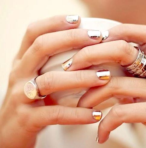 golden nails and pretty rings