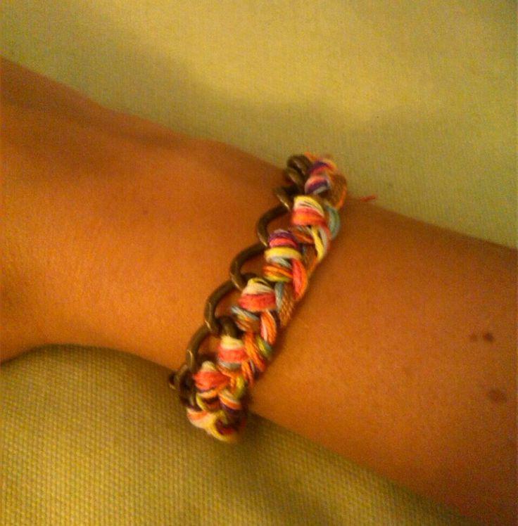 Diy pulsera de argollas e hilos de colores