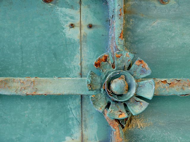 : Vintage Flower, Inspiration, Color, Blue Doorknob, Old Doors, Aqua, Photo, Doors Doorknobs, Old Door Knobs