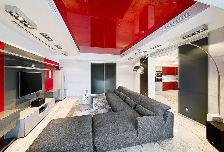 Эффектный красный потолок в гостиной в стиле хай тек