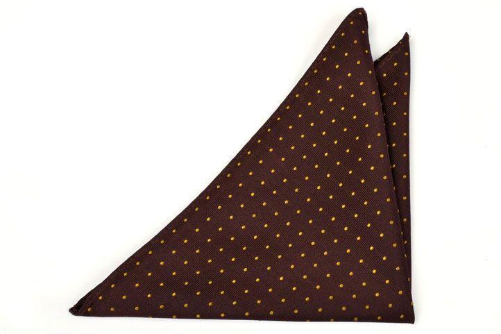 lommetørkle fra Tieroom, Notch NERO har en sjokoladebrun bunn og prikker i mørk…