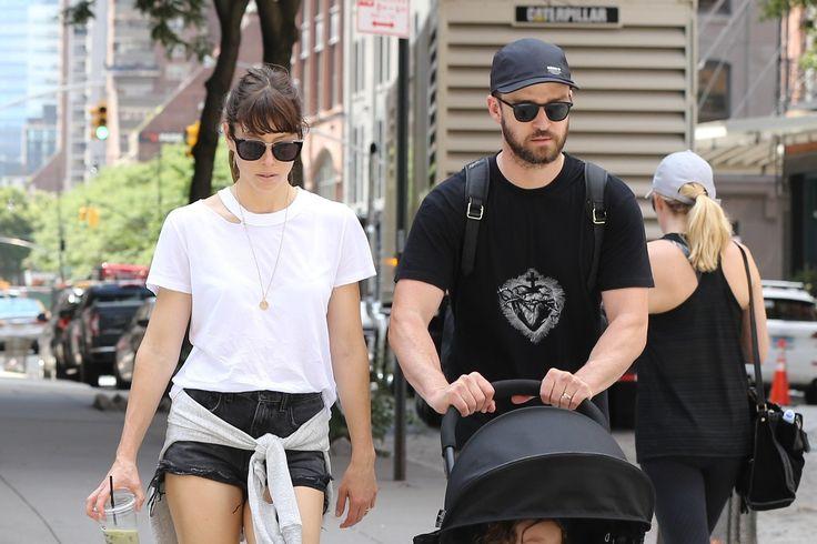 Фото: Джастин Тимберлейк и Джессика Бил прогулялись с сыном по Нью-Йорку  Мировые звезды выглядели совершенно как обычные родители, решившие уделить время младшему члену своей семьи.