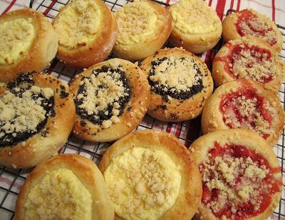 Kolache - Czech Pastries Recipe | RecipeStudio...filling :)