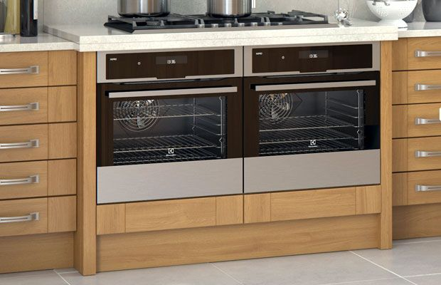 A Malton Oak kitchen with breakfront - http://advice.diy-kitchens.com/customer-questions/how-to-create-a-kitchen-breakfront/