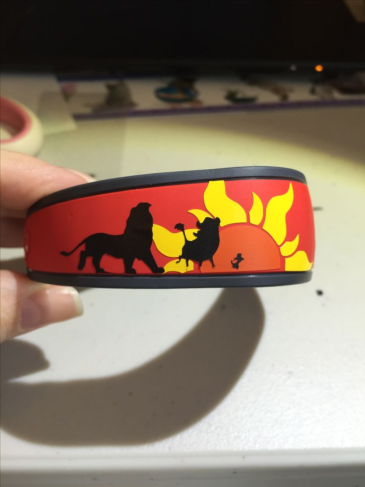 DIY Disney Magic band Lion King made with Silhouette Cameo