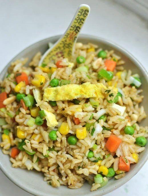 Faça arroz frito com o arroz velho. | 34 maneiras de desperdiçar menos comida