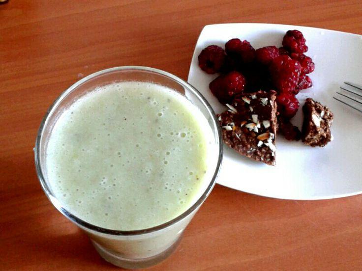 Smoothie kiwi + turron de chocolate y almendras