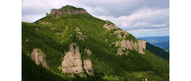 Situati pe teritoriul judetului Neamt, muntii Ceahlau fac parte din Carpatii Orientali. Acestia ofera peisaje spectaculoase, cu o fauna diversificata si bogata...