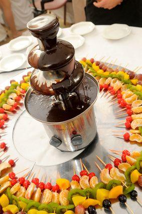 Cómo utilizar chocolate semi-dulce y aceite para una fuente de chocolate | eHow en Español