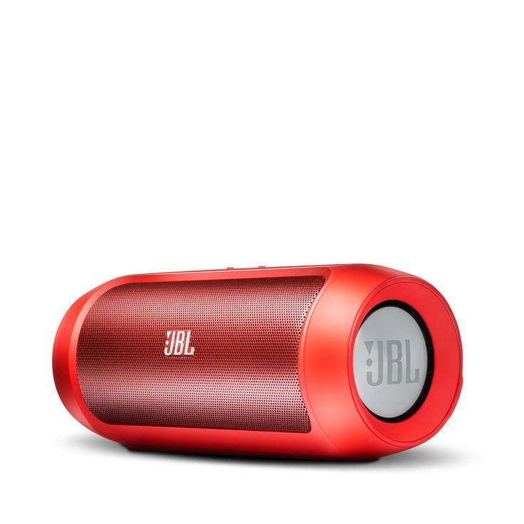 JBL Charge 2 Red  Draadloos luisteren. Eindeloos opladen De nieuwe JBL Charge 2 een draagbare stereoluidspreker en best-in-class geluid met dubbele drivers en twee passieve uitgangen die diepe accurate bas leveren die zo krachtig is dat je het kunt voelen als het geluid je oor bereikt. De Charge 2 met een 6000 mAh Li-ion batterij voor maximaal 12 uur muziek is gebouwd om een hele nacht party time te kunnen overleven. Daarbij kun je andere draagbare apparaten opladen via de USB-poort. Met…