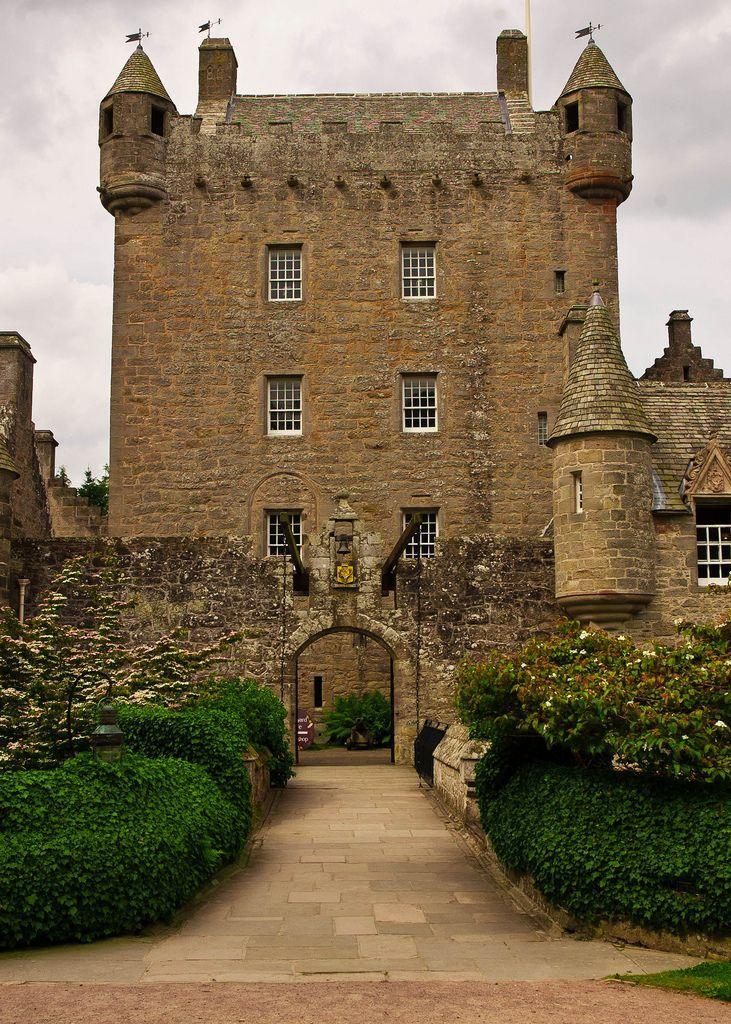 Grossartiger Eingang Zum Cawdor Schloss Schottland In 2020 Schottische Schlosser Schottland Schottland Reisen