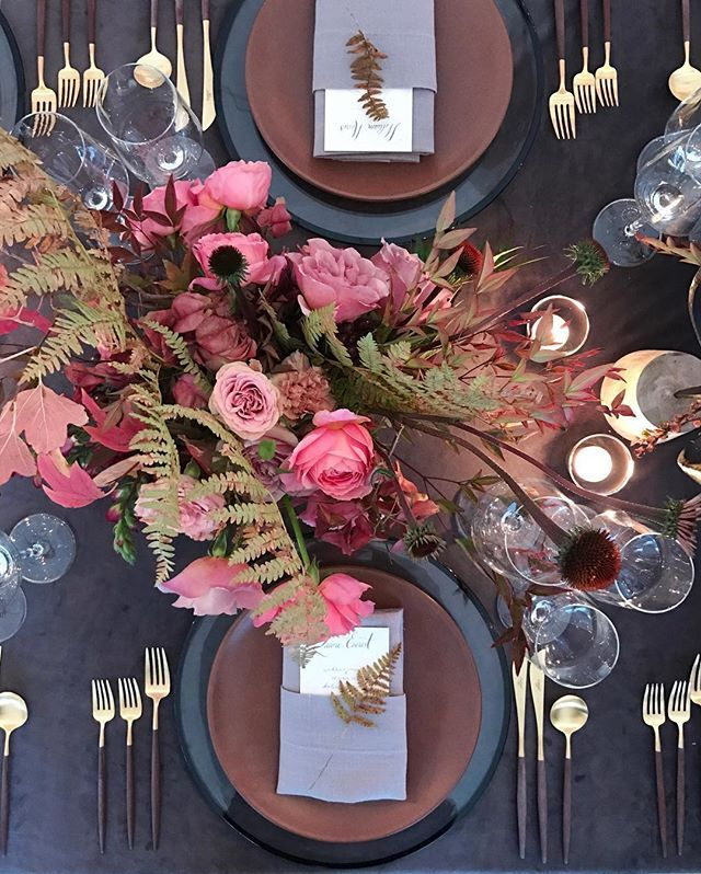 Loving these gorgeous tones from @lauriearons wedding this past weekend at @santaluciapreserve with @sarah_winward @ambermoondesign @latavolalinen @creative.candles @tarajonescalligraphy @katiecolosilase @josevilla Featuring our Halo Glass Chargers in Black + Heath Ceramics in Redwood + Goa Flatware in Brushed 24k Gold/Wood # : @lauriearons