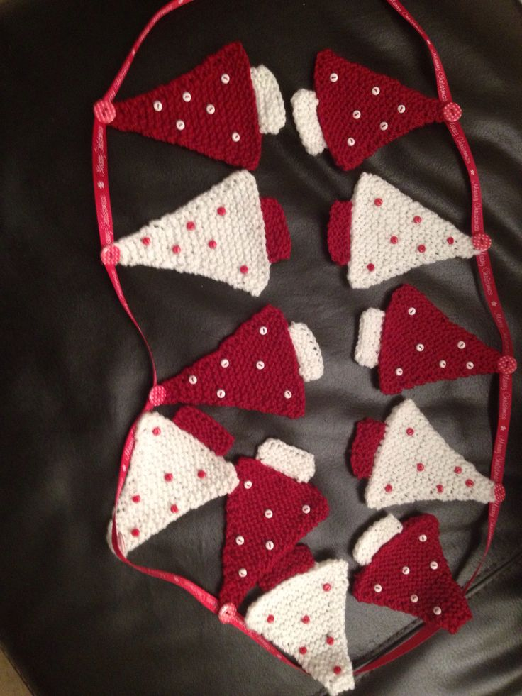 Scandinavian Christmas tree knitted bunting - October 2013 OH MY GOODNESS- I NEED TO DO THIS!!!