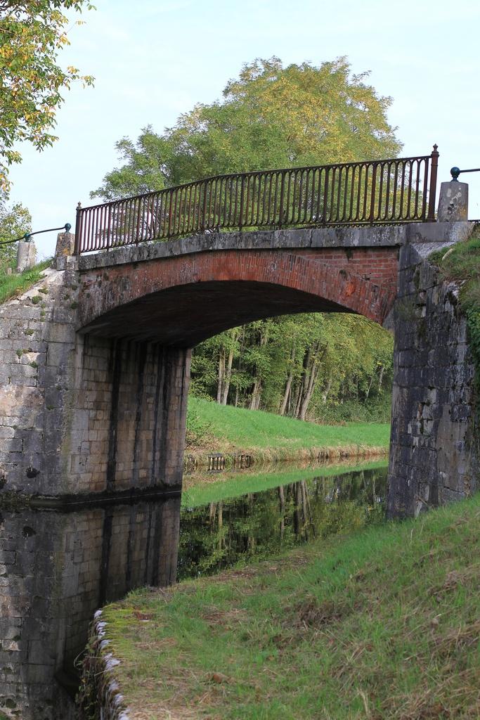Le pont des romains - Canal du Nivernais, Sainte-Pallaye (Yonne 89)