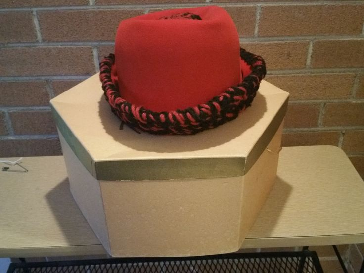 1960s Philip Warde Red Felt Hat with shapeable Wool crocheted brim in original box