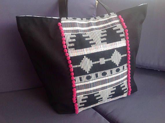 cabas Lise tissu noir et blanc ethnique et pompons
