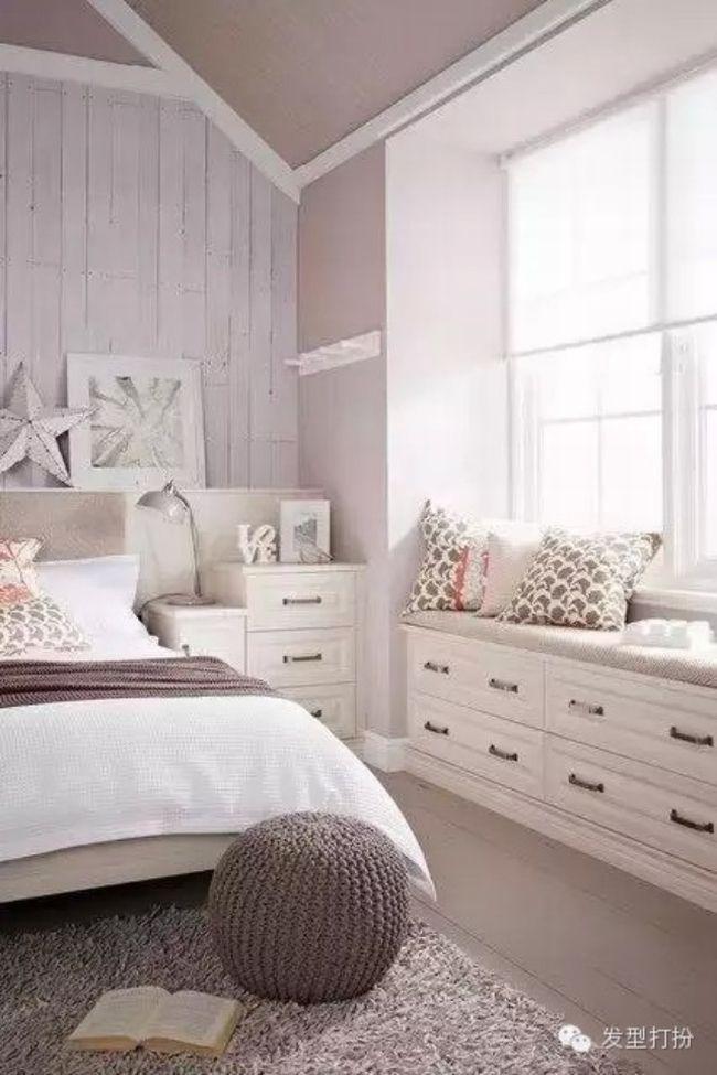 Zainspiruj się i stwórz miejsce do siedzenia przy oknie w swojej sypialni…