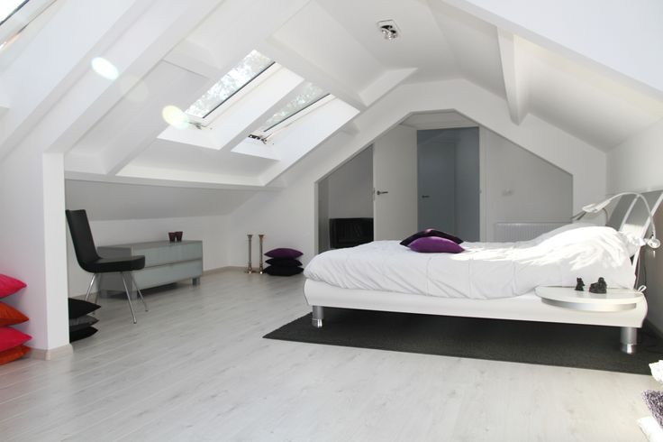17 beste idee n over slaapkamers op zolder op pinterest zolder verbouwing afgewerkte zolder - Coin bureau ontwerp ...