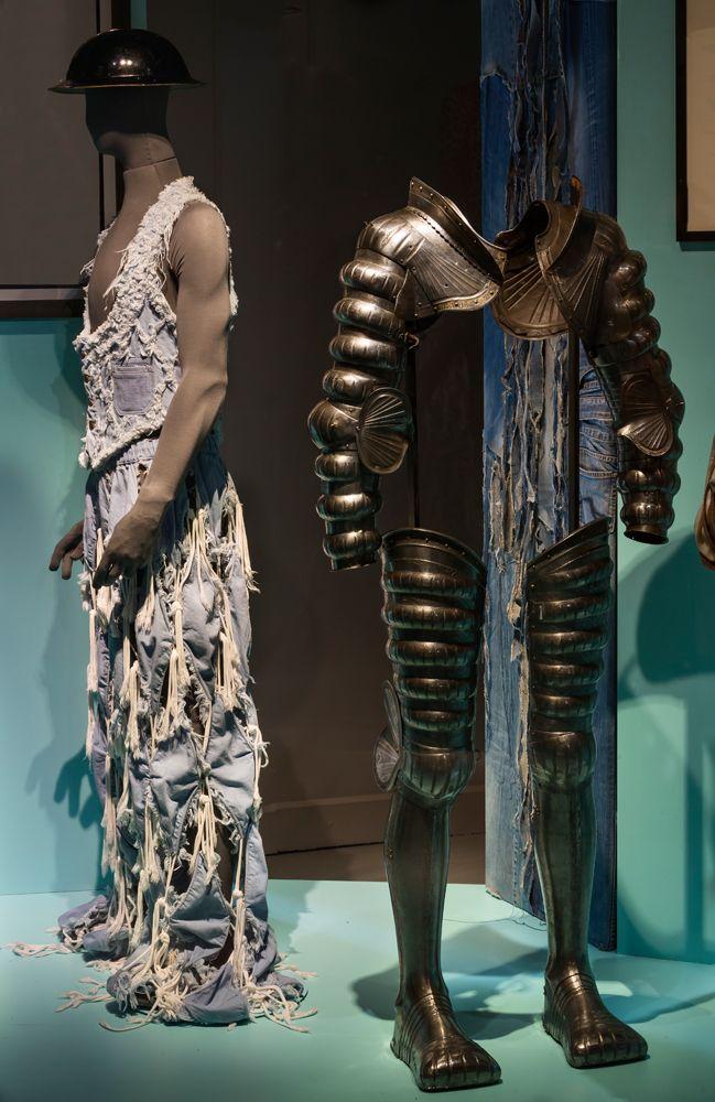 """""""Tenue correcte exigée"""", les excès de la mode exposés aux Arts décoratifs"""