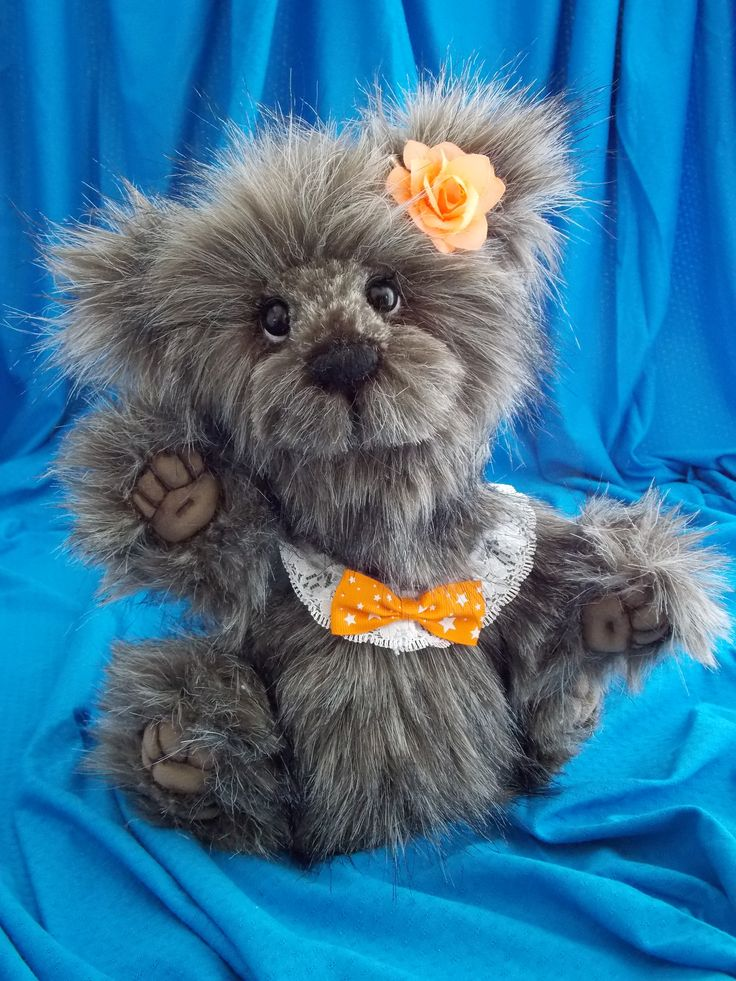 Little Suzie. She is a real cutiepie. She has long pile hair in different tones of brown. Her nose is hand stiched and she is 6X jointed Suzie est une adorable petite oursonne à poil long dans les tons de brun. Elle est faite main et a 6X articulations.                                          Pour plus d'info,www.facebook.com/oursonsetgroscalins #oursonne#teddy#ooak#bears#handmade#fashion#jointed