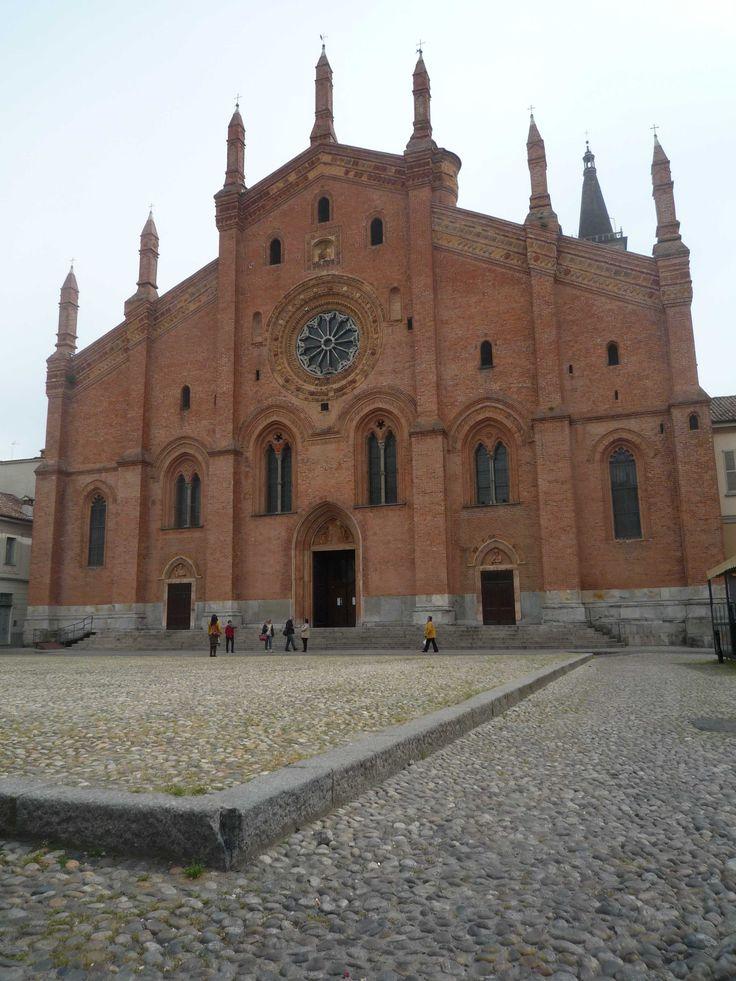 Facciata della chiesa di Santa Maria del Carmine