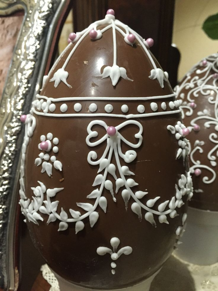 Uovo di Pasqua al cioccolato e ghiaccia reale, chocolate easter egg in royal icing- Fabergé Art