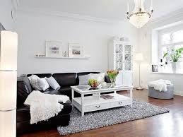 Картинки по запросу темно коричневый диван в комнате с белыми стенами