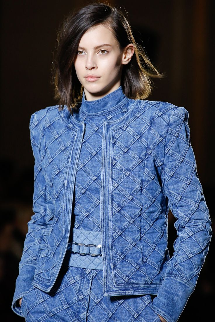 https://www.vogue.com/fashion-shows/fall-2018-ready-to-wear/balmain/slideshow/collection