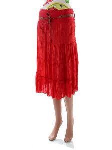 Letná červená sukňa pod kolená Moda Conte  Ľahká vzdušná sýto červená sukňa pod kolená s krátkou spodničkou a hnedým koženkovým opaskom. Sukňa má vyšívané trojlístky a kosoštvorce.  http://www.yolo.sk/sukne/letna-cervena-sukna-pod-kolena-moda-conte