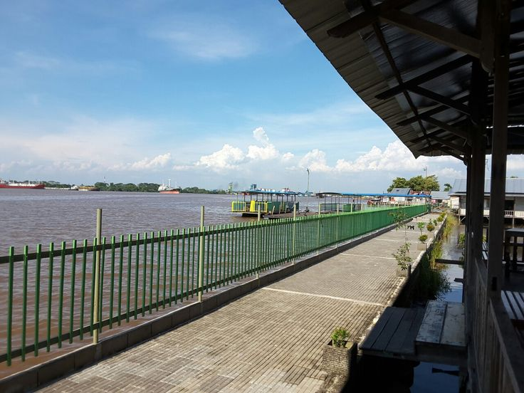 Tepian sungai Kapuas...@Muara Kapuas Swimmingpool